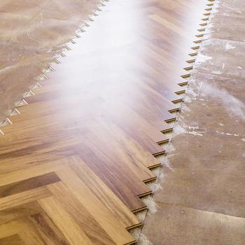 Wir sind ausgebildete Parkettleger und achten auf die Details. Es sind diese Details, die Ihren Boden zu einem Qualitätsprodukt werden lassen. Wir betreuen Sie von der Planung bis zur sauberen Übergabe um Ihren Parkettboden. Bei uns ist ihr Projekt in guten Händen.